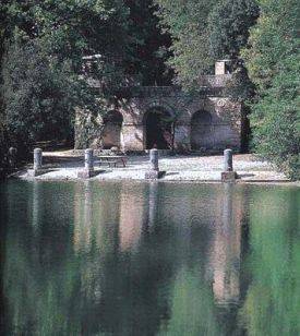 The lake and Nymphaeum of Villa Arceno